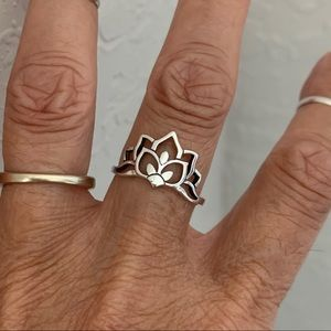 Jewelry - 🌸🌸 NEW 🌸🌸 Sterling Silver Lotus Flower Ring